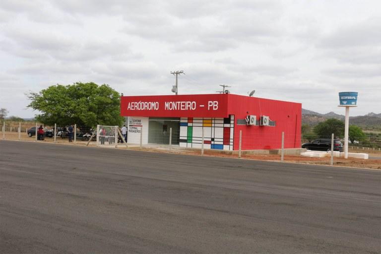 Ricardo inaugura Aeródromo de Monteiro