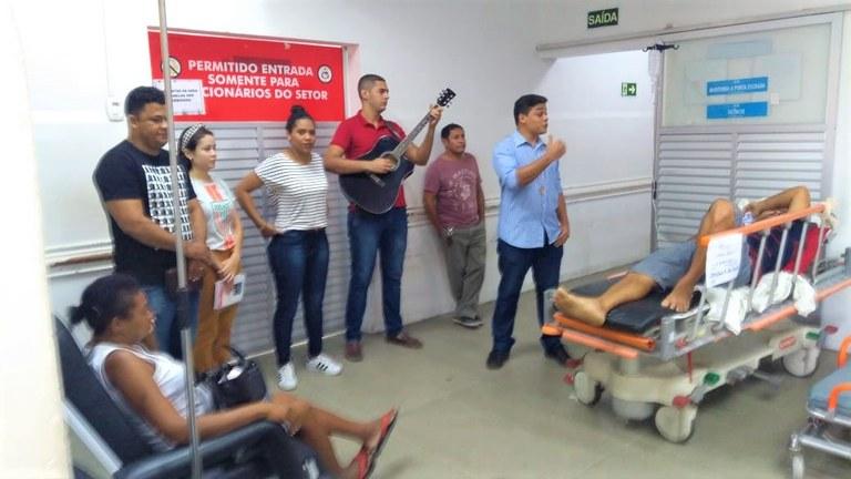 O grupo levou alegria e palavras de fé para os pacientes.jpg