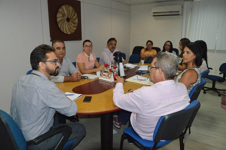 05-02-20 Reunião com profissionais  que atuarão nos Creas Regionais  (1).JPG