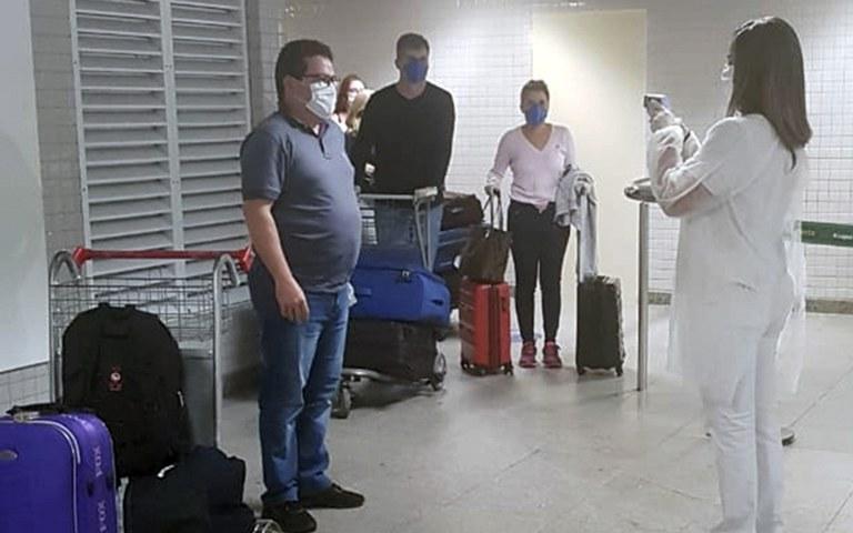 barreira sanitaria do governo no aeroporto  (2).jpg
