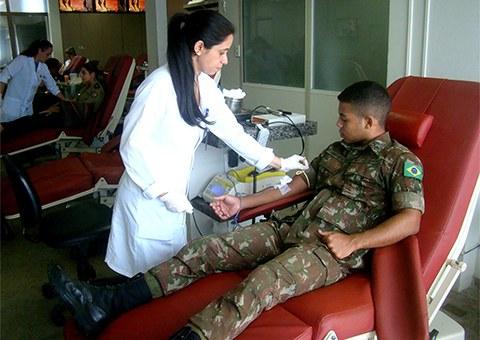 exercito-participa-de-mobilizacao-para-doacao-de-sangue_foto-asscom-hemocentro-1.jpg