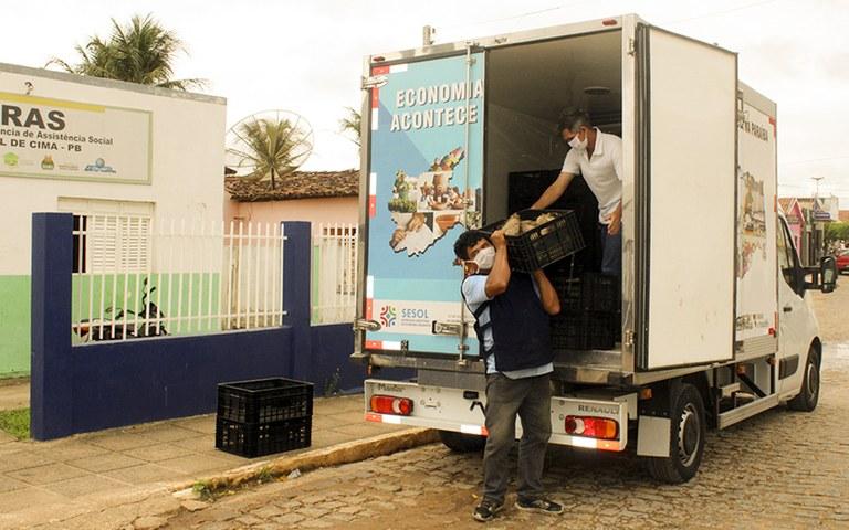 entrega de alimentos da agricultura familiar_foto alberto machado (17).JPG