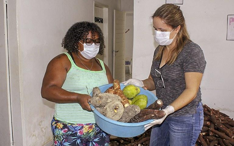 entrega de alimentos da agricultura familiar_foto alberto machado (5).JPG