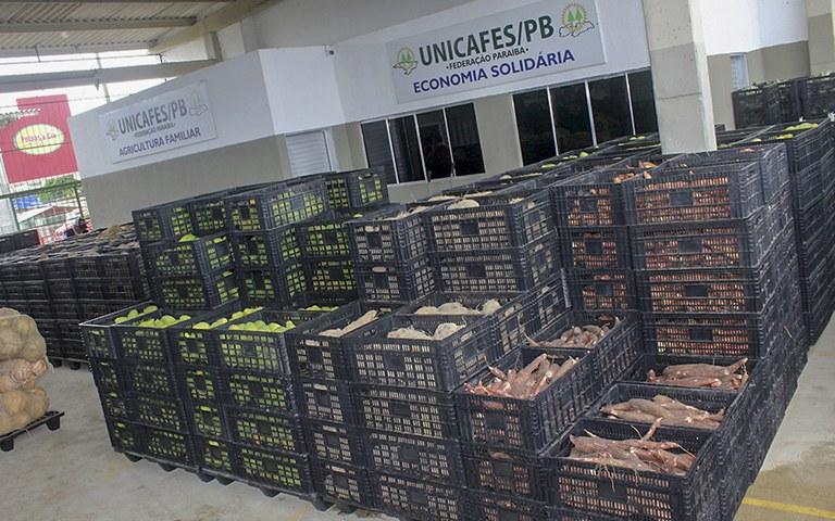 entrega de alimentos da agricultura familiar_foto alberto machado (7).JPG
