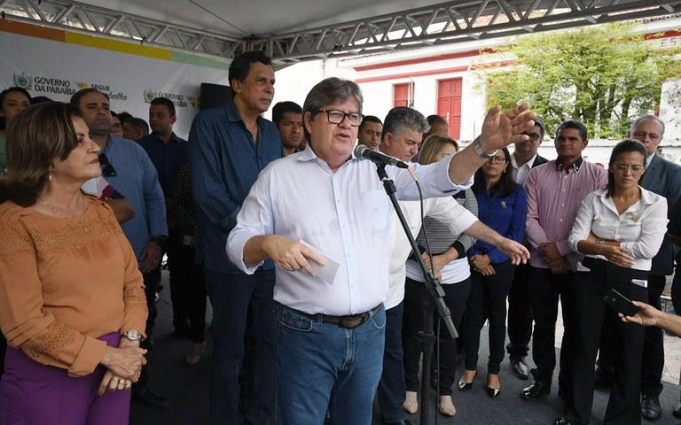 joao entrega de servicos na casa da cidadania em mamanguape foto jose marques (18).JPG
