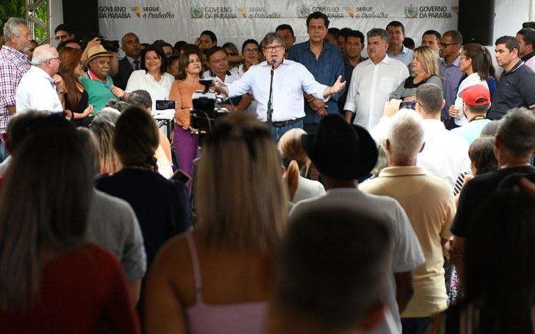 joao entrega de servicos na casa da cidadania em mamanguape foto jose marques (19).JPG