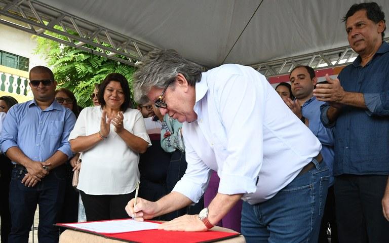 joao entrega de servicos na casa da cidadania em mamanguape foto jose marques (7).JPG