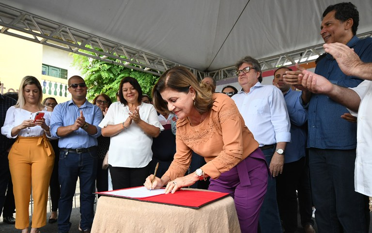 joao entrega de servicos na casa da cidadania em mamanguape foto jose marques (9).JPG