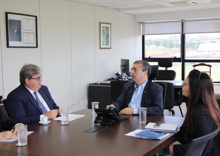 28_01_2020 Governador em reunião na Funasa (6).jpg