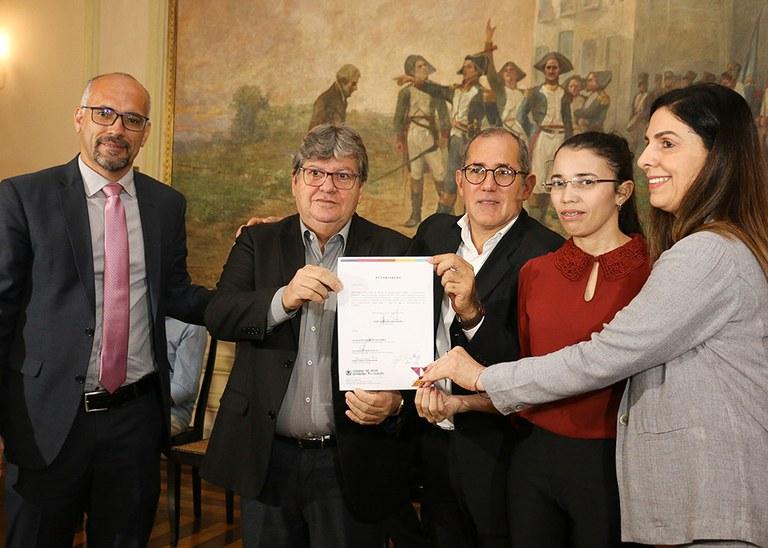 20_05_19 Assinatura da autorização do concurso da Fundac fotos Francisco França (1).jpg