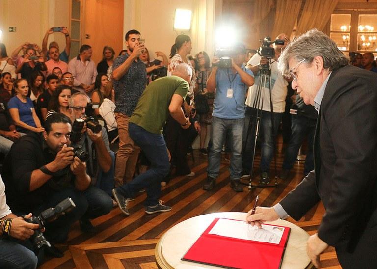 20_05_19 Assinatura da autorização do concurso da Fundac fotos Francisco França (2).jpg