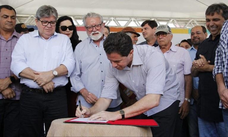 13.09.19 joaoazevedo_assinatura_ordem_servico_estrada_juarezeirinho__fotos francisco franca (17).jpg
