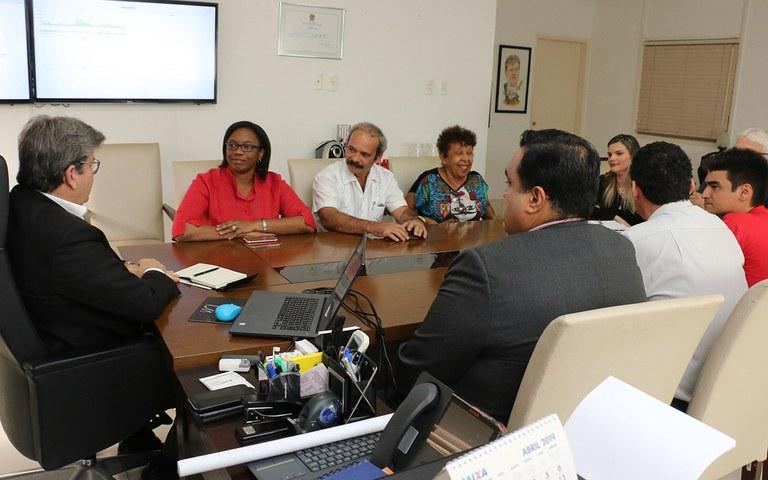joao recebe Consul de Cuba Milena Caridad foto francisco franca (3).jpg