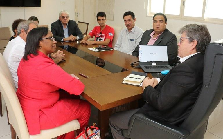 joao recebe Consul de Cuba Milena Caridad foto francisco franca (4).jpg