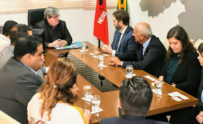 09_03_2020 Governador recebe o consul da Itália_fotos jose marques (1).JPG