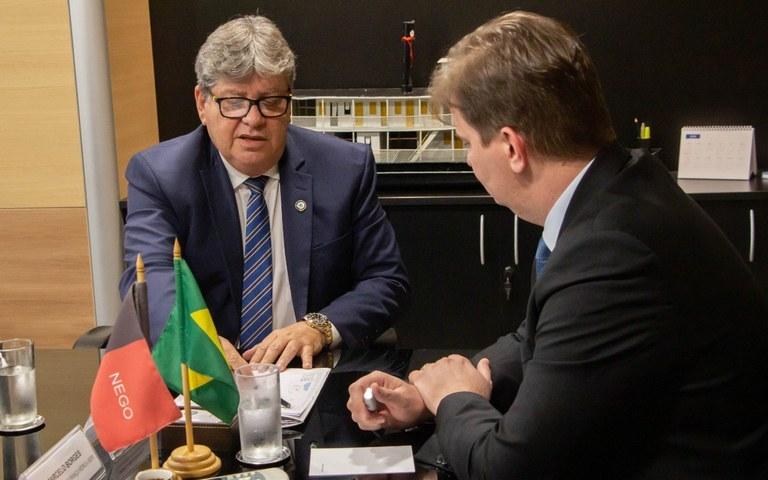 João Azevedo em gabinete