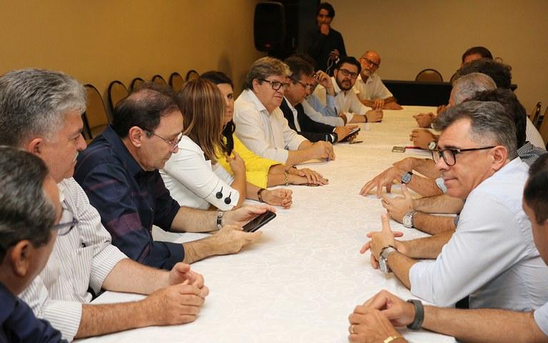 joao reuniao com empresarios em CG foto francisco franca (2).JPG