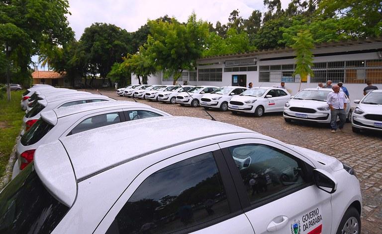 joao azevedo faz entrega de frota de carro_foto jose marques (3).jpg