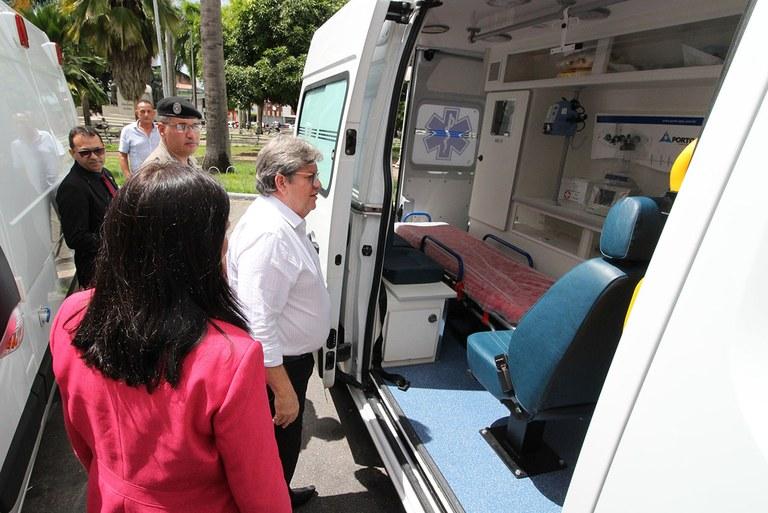 02_08_19 Entrega de ambulâncias foto francisco frança (1).jpg
