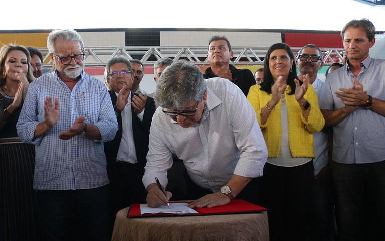 joao azevedo entrega obras em queimadas_foto francisco franca (18).JPG