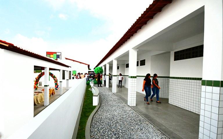 joao entrega escola em sao jose de espinharas foto jose marques (9).JPG