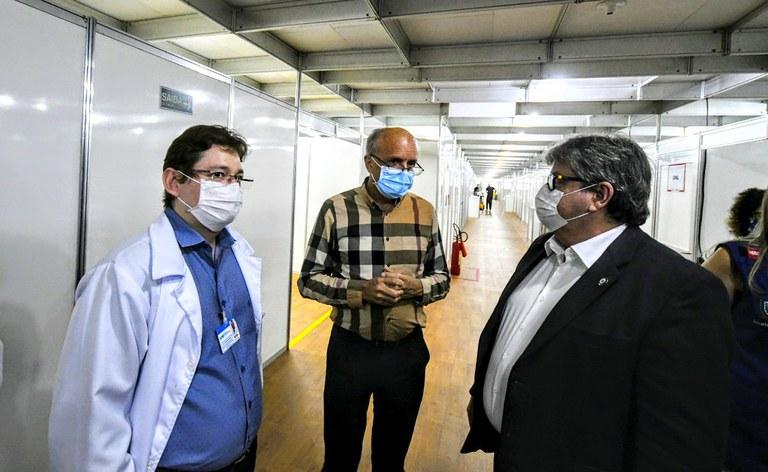 joao azevedo visita o hospital solidario_foto jose marques (10).JPG