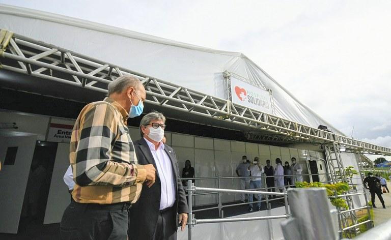 joao azevedo visita o hospital solidario_foto jose marques (13).JPG