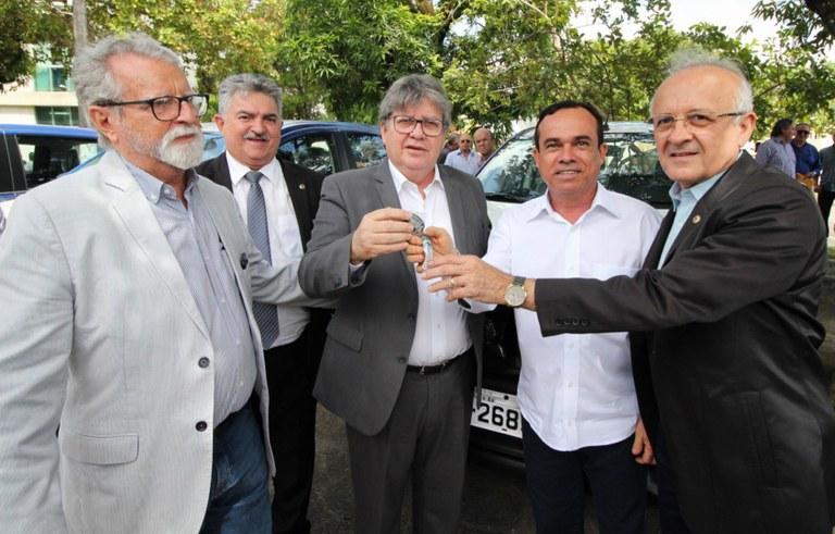 joao entrega de veiculos do DER foto francisco franca (2).jpg