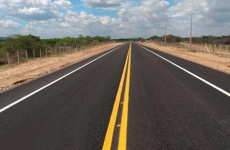 governador inaugura duas rodovias e assina ordens de servico no sertao (1)a.jpg