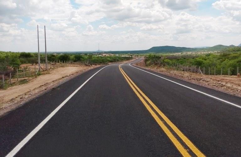 governador inaugura duas rodovias e assina ordens de servico no sertao (2)b.jpg