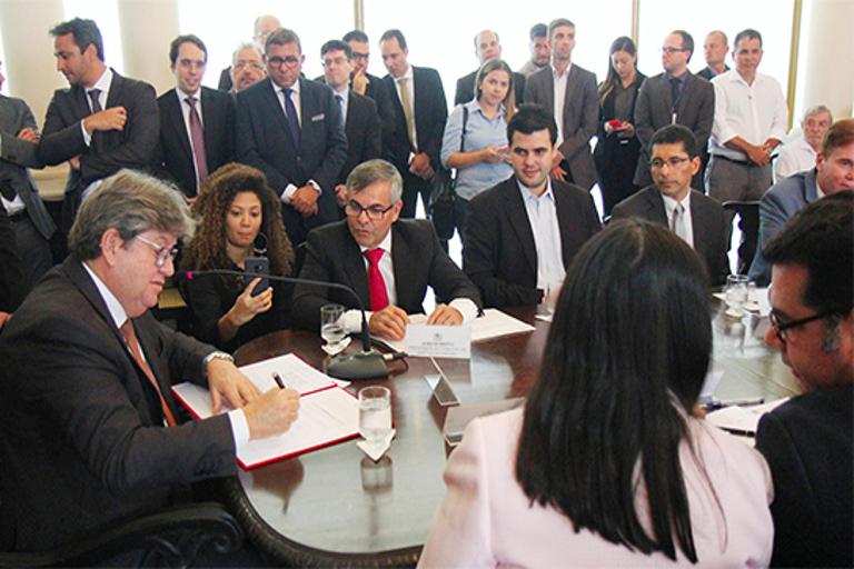 governador Joao azevedo assina precatorios_foto jose marques (7).jpg
