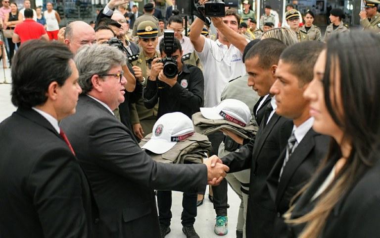 joao Policia militar e bombeiros boas vindas_ foto jose marques (2).JPG