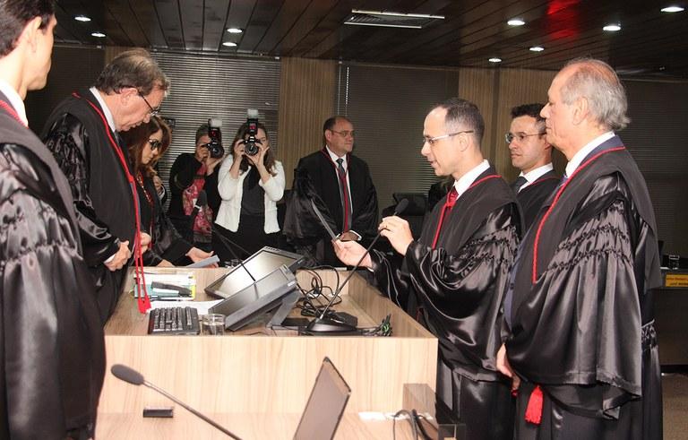 joao azevedo e juiz federal rogerio goncalves noTRE PB_foto francisco franca (19).JPG