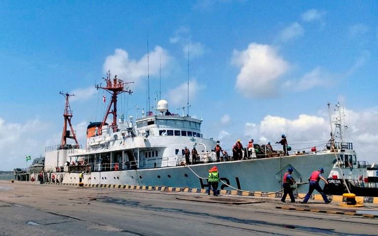 docas recebe navio da marinha aberto para visitacao sirius 1.jpg