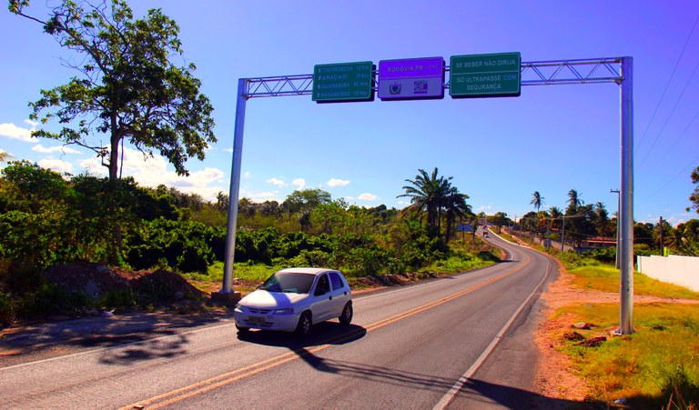 Ricardo entrega ponte em Baía da Traição, estrada de Mamanguape a Guarabira e campo de Borborema