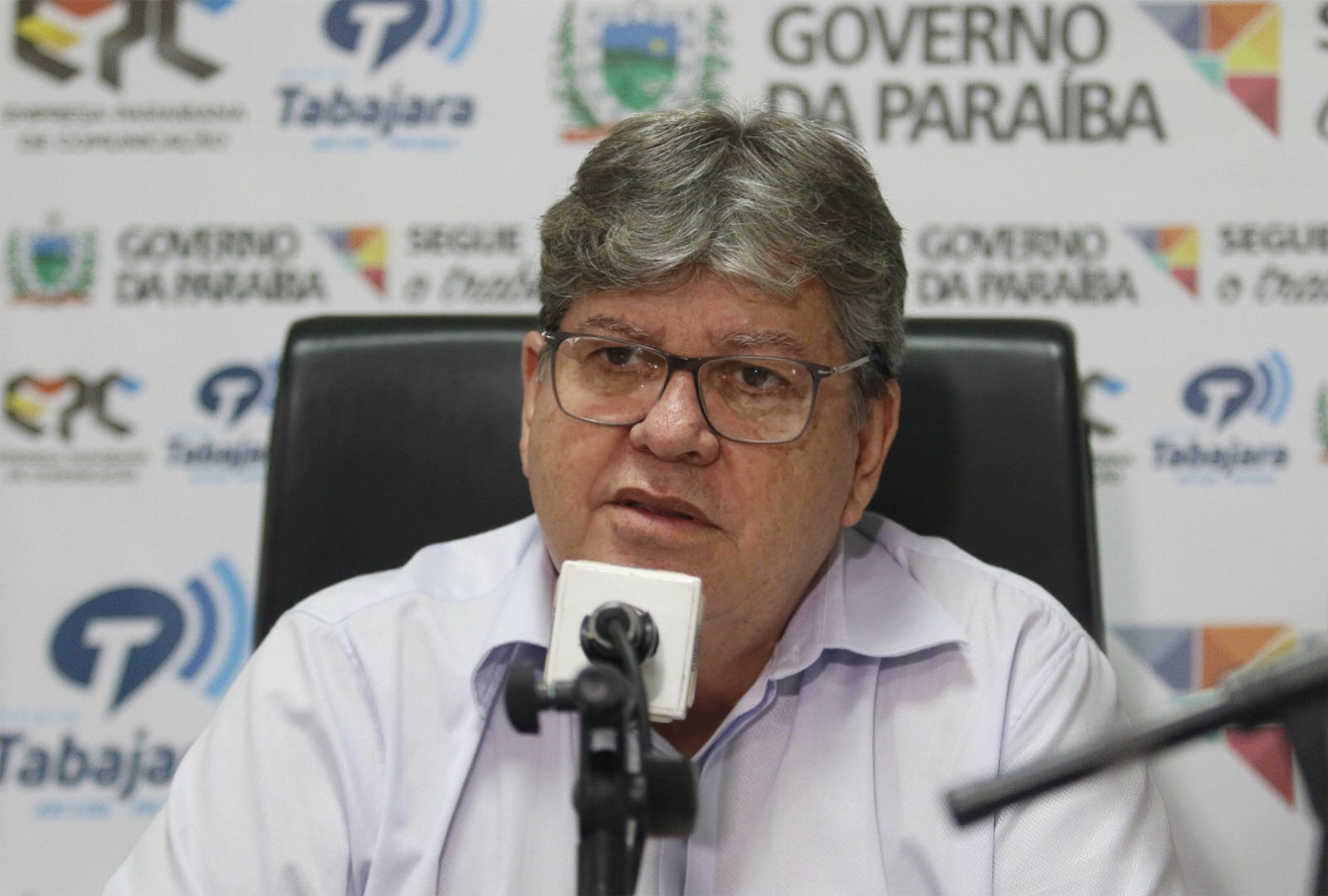 joao-azevedo-no-programa-fala-governador_foto-francisco-franca-1.jpg