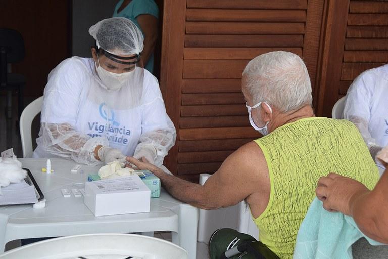 28-04-20 Teste rápido do COVID 19 em idosos no Condominio Cidade Madura Foto-Alberto Machado  (10).JPG