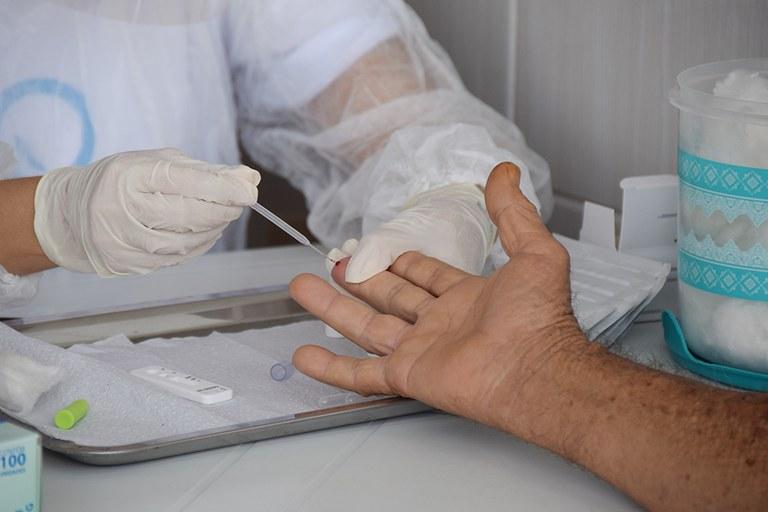28-04-20 Teste rápido do COVID 19 em idosos no Condominio Cidade Madura Foto-Alberto Machado  (8).JPG